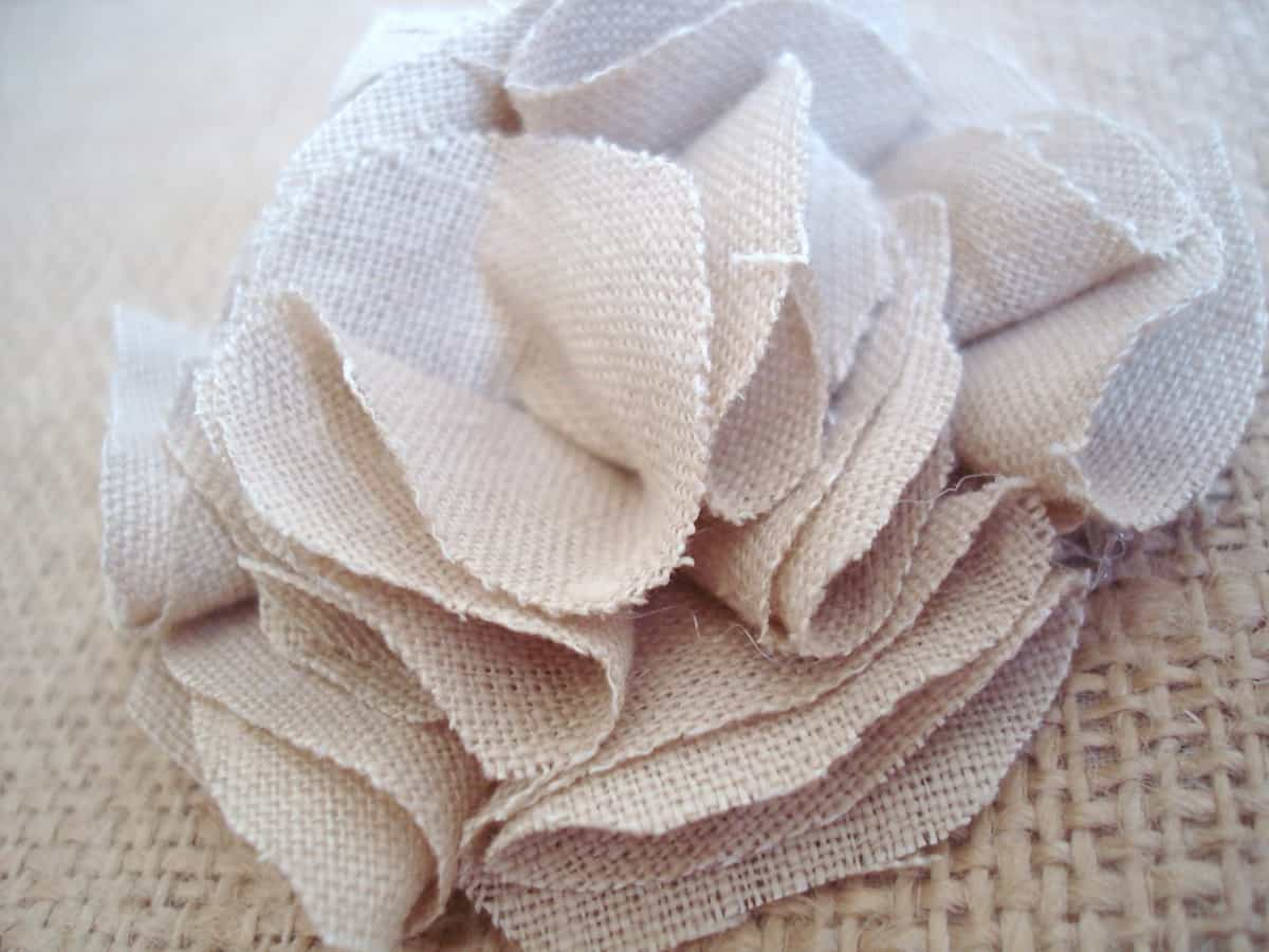 Diy flower pillow for mother 39 s day misi handmade in for Burlap flower template