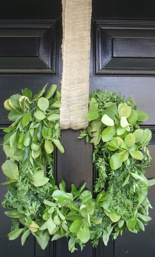 DSC02628 620x1024 boxwood wreath {a tutorial}