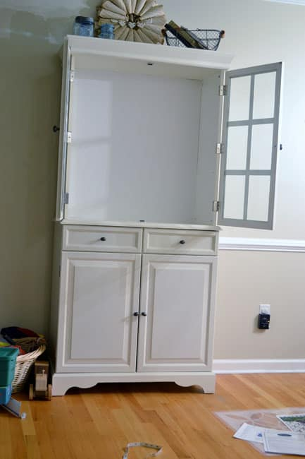 DSC 0019 stenciled china cabinet {a tutorial}