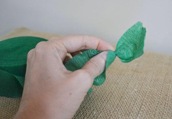 DSC 0002 2 crepe paper garland {a tutorial}