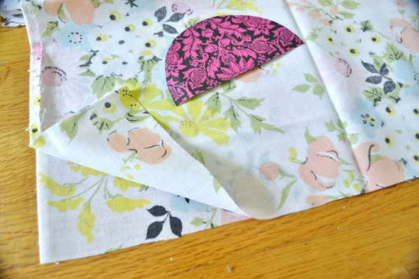 DSC 0002 the shabby flower pillow goes vintage {a tutorial}