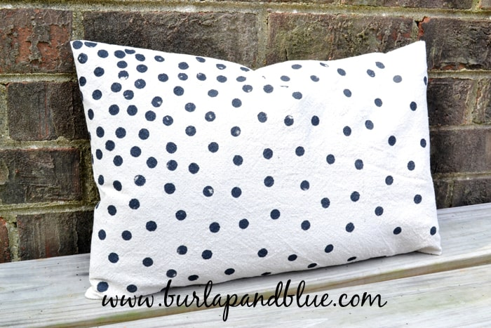 DSC 0040 copy confetti dots pillow+how to make an envelope pillow cover {inspired by pinterest}
