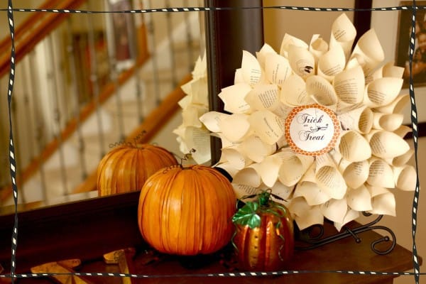 Paper Wreath web1 600x400 24 halloween crafts and tutorials