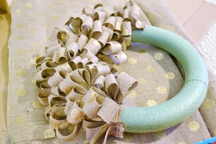 holiday burlap wreath {a tutorial}
