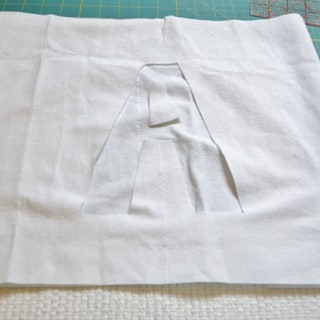 ribbon initial pillow {a tutorial}