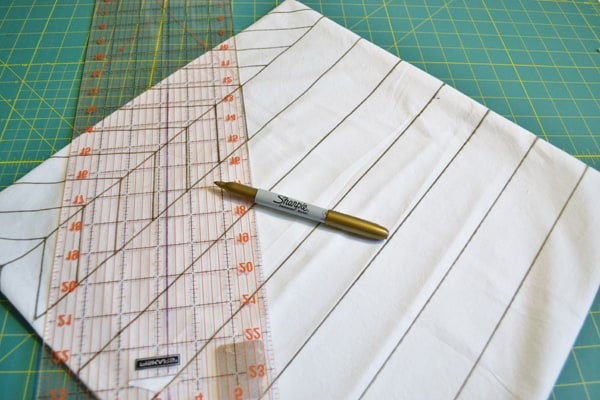 DSC 0003 gold herringbone pillow {a tutorial}