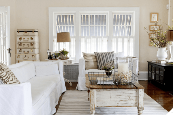 Screen Shot 2014 08 12 at 3.46.24 PM 600x398 home tour {vintage chic}