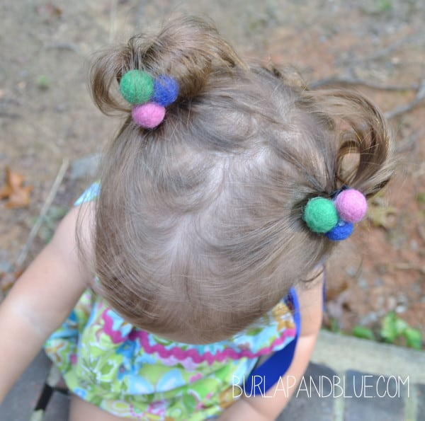 felt ball hair clips 600x595 felt ball ponytail holders {a tutorial}