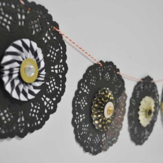 glitter halloween garland {a tutorial}