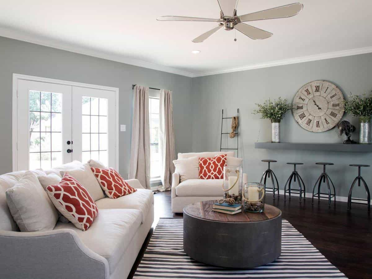 21 favorite fixer upper spaces fixer upper and spaces for Chip and joanna gaines paint colors