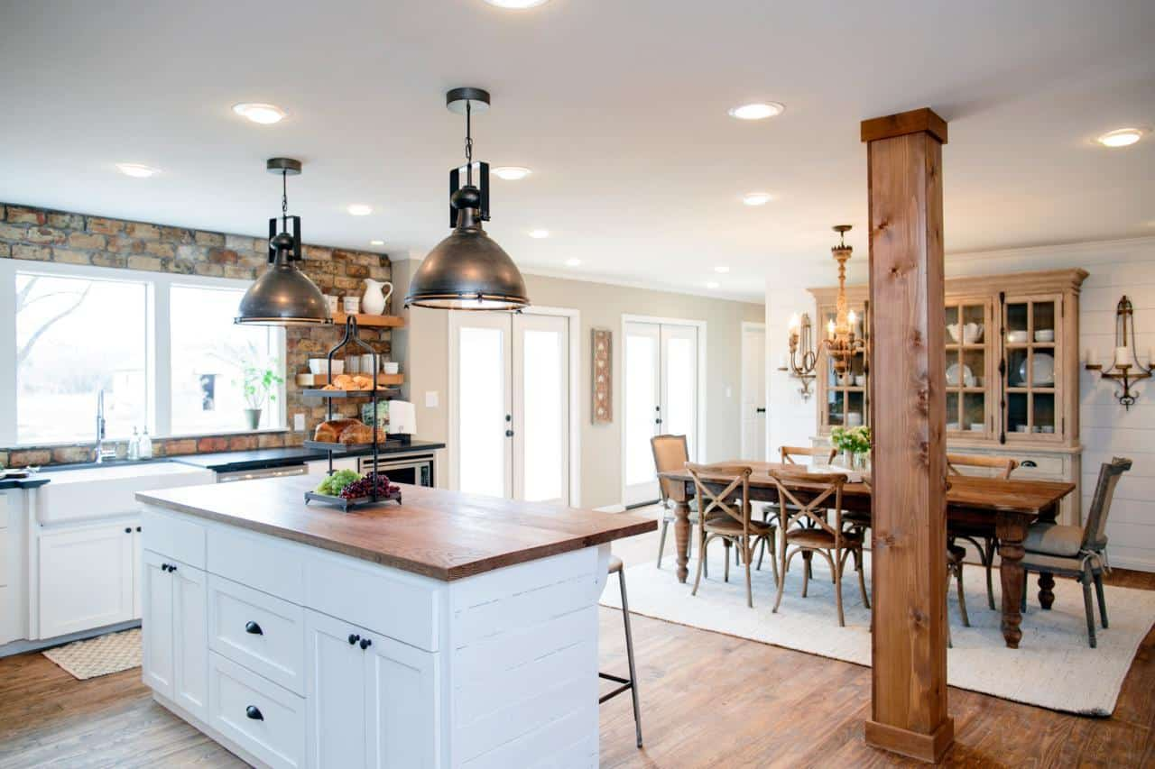 Fixer upper kitchens living and dining rooms 21 favorites for Kitchen dining room decor