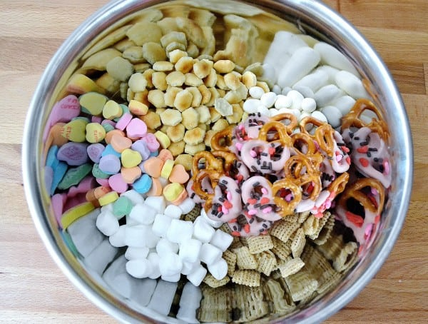themed snack mix