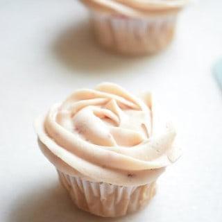 vanilla berry cupcakes