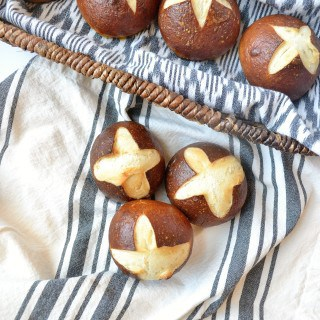 how to make pretzel rolls {a recipe}